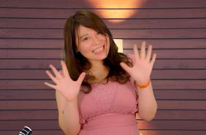 現役グラドル・豊田えまが教える!誰でも「あざとかわいい」女性になれる方法♡