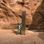 米ユタ州の砂漠地帯に謎の金属柱 正体めぐり憶測飛び交う